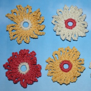How to crochet a simple daisy motif
